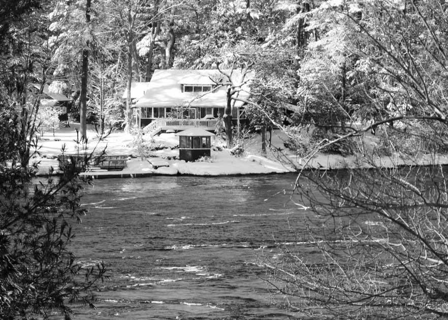 A cottage house beside a lake.